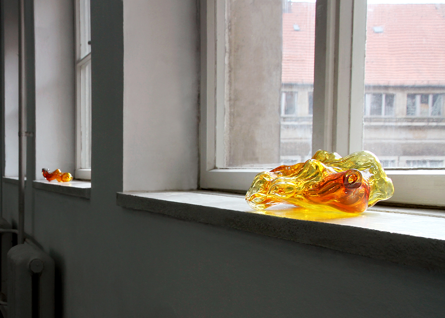 "Sara Kramer ""Untitled"" (hand blown glass. Approx. size (left): 30 x 8 x 7,5 cm. Approx. size (right): 31 x 20 x 9 cm)."