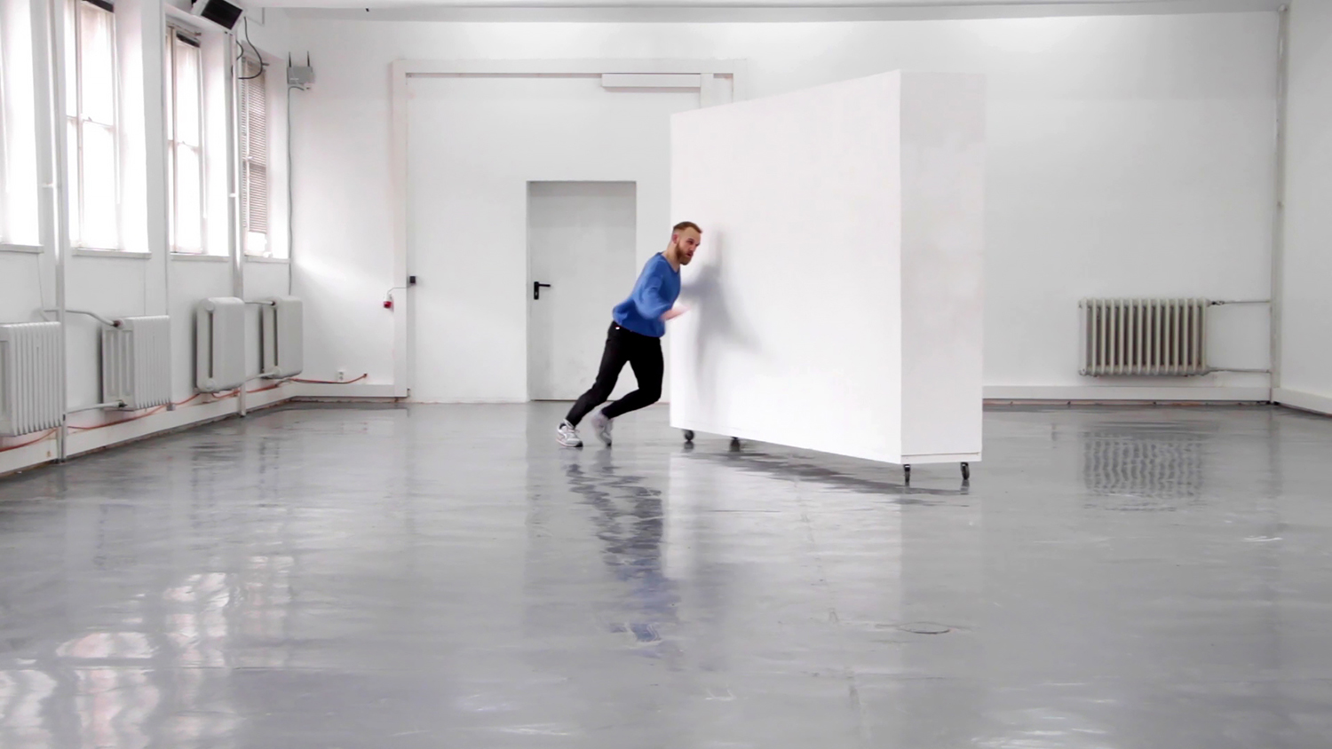 "Sara Kramer ""Untitled"" (film still from performance and video. Featuring dancer / actor Búi Rouch. HD video, sound, 6:54 min)."