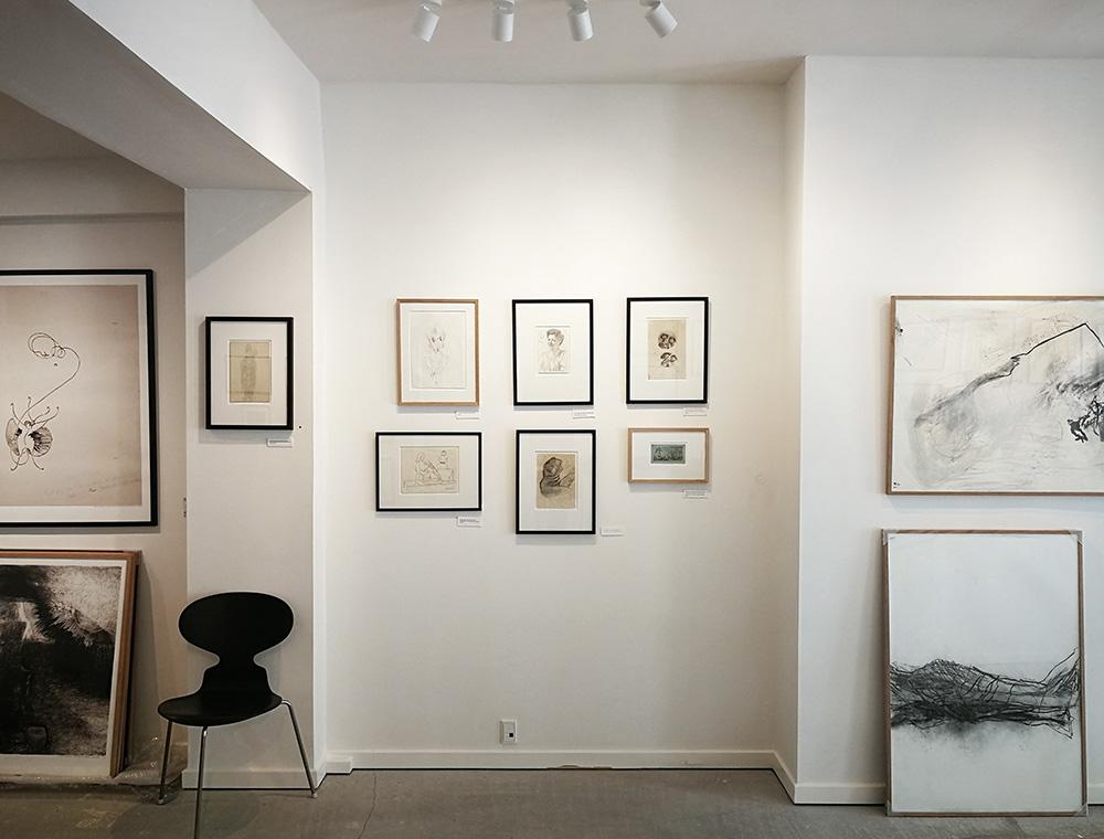 Skitsehandlen udstiller i øjeblikket skitser af bl.a. Skagensmalere, Fynbomalere, Henry Heerup, J.F. Willumsen. Foto: Skitsehandlen.