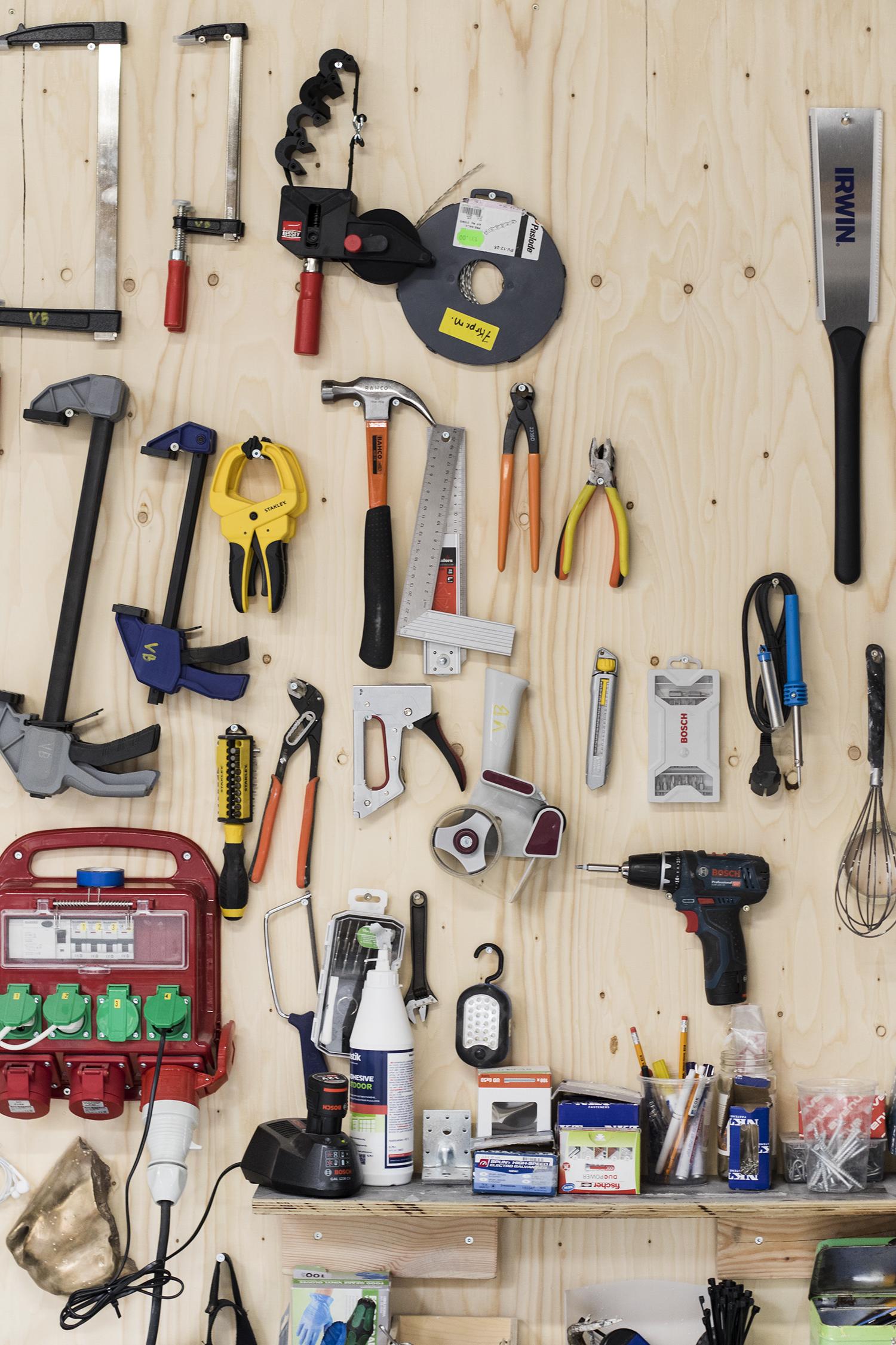 Udsnit af Viktor-Emil Dupont Billunds værktøjssystem. Foto © I DO ART Agency.