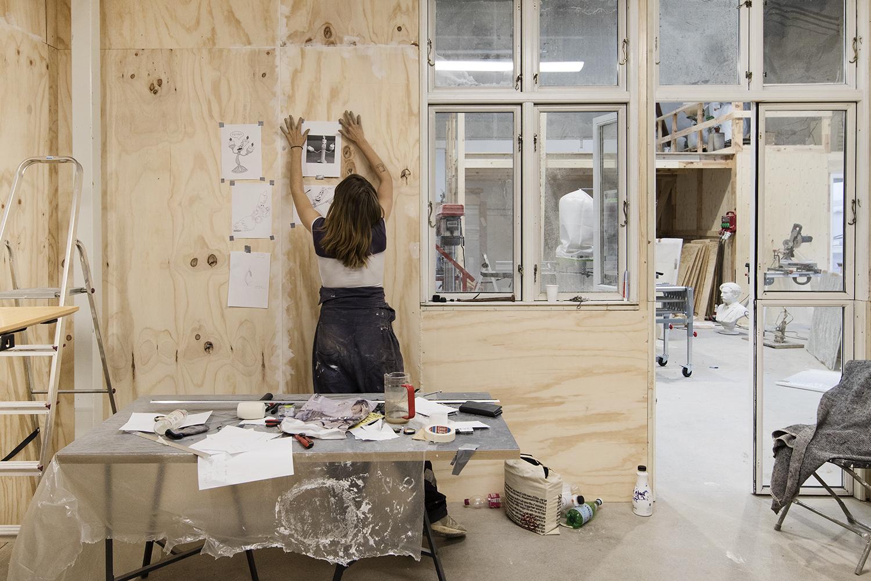 Kirke Hundevad Meng i sit atelier. Foto © I DO ART Agency.