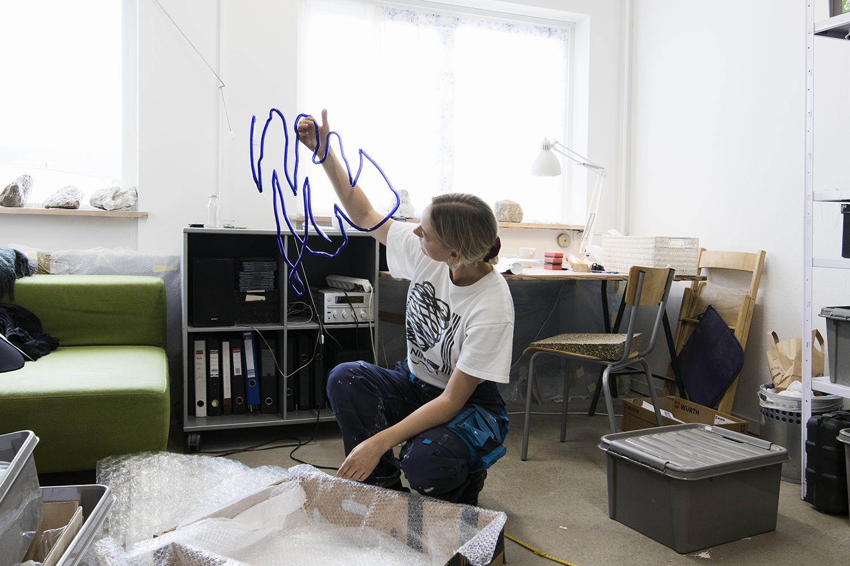 Nat Bloch Gregersen i sit atelier. Foto © I DO ART Agency.