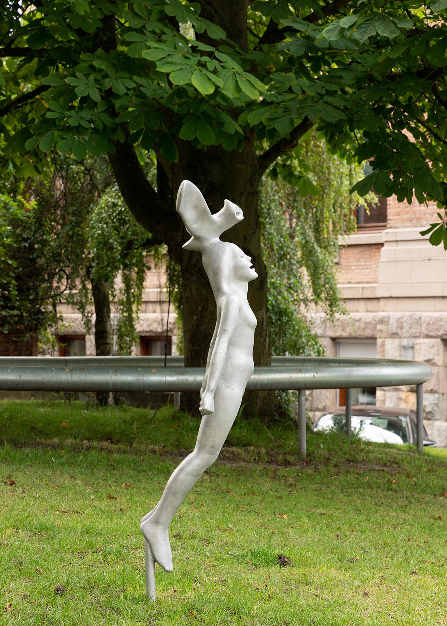 Rikard Thambert, Natugle (2019). Installation view i Skulpturparken, Kunsthal Aarhus. Foto: Mikkel Kaldal.