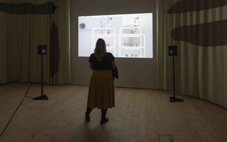 Sophia Ioannou Gjerding & Xenia Xamanek, ALVA II (2019). Installation view, Kunsthal Aarhus. Foto: Mikkel Kaldal.