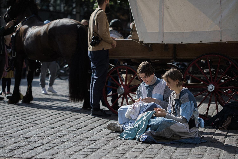 Hannah Heilmann, Hvert et stykke (2019). Performance på Lille Torv i Aarhus. Foto: Malte Riis.