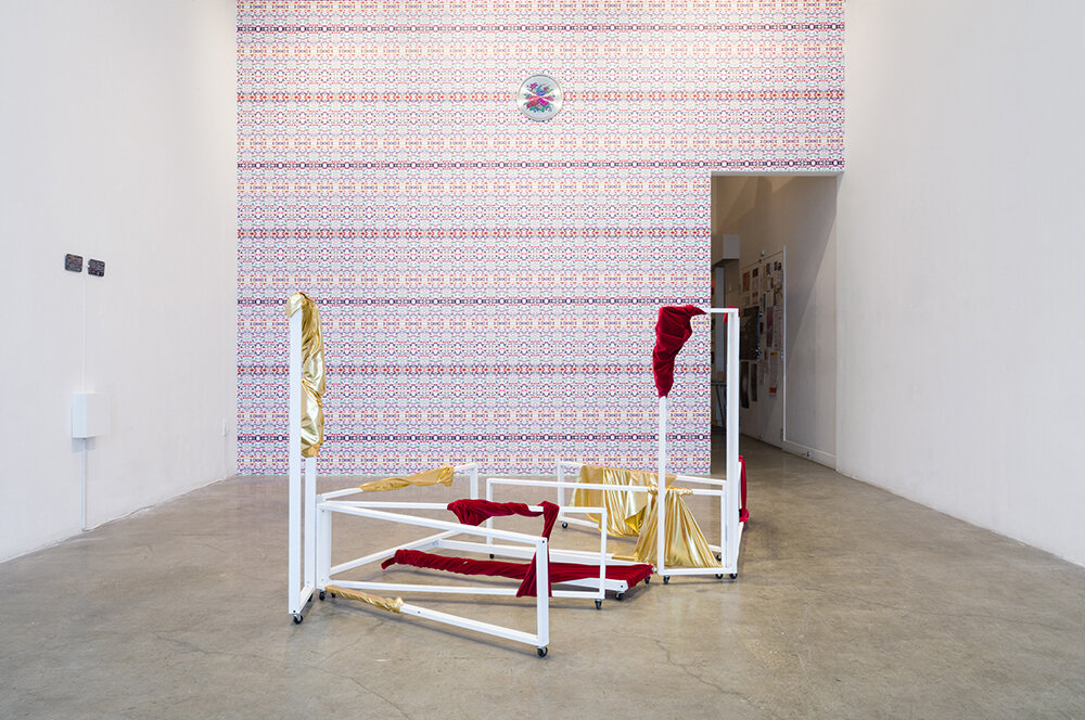 InYoung Yeo: 'Happily Ever After, 2019, udstillet på grunt gallery Vancouver, Canada. Courtesy of InYoung Yeo.