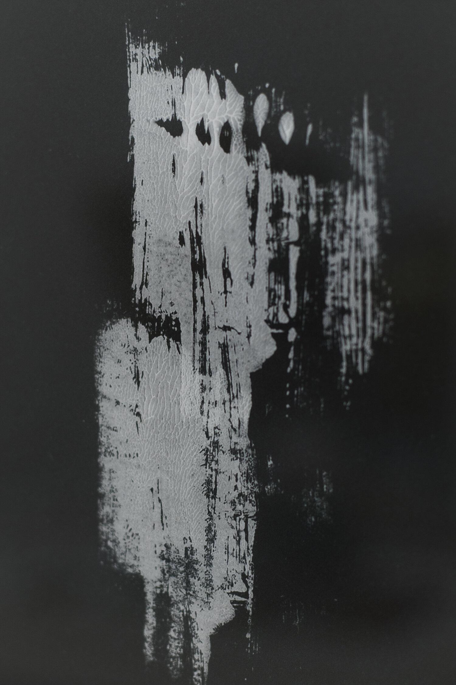 Eliyah Mesayer, Black light, white shadow (detail, 2018). Foto © I DO ART Agency.