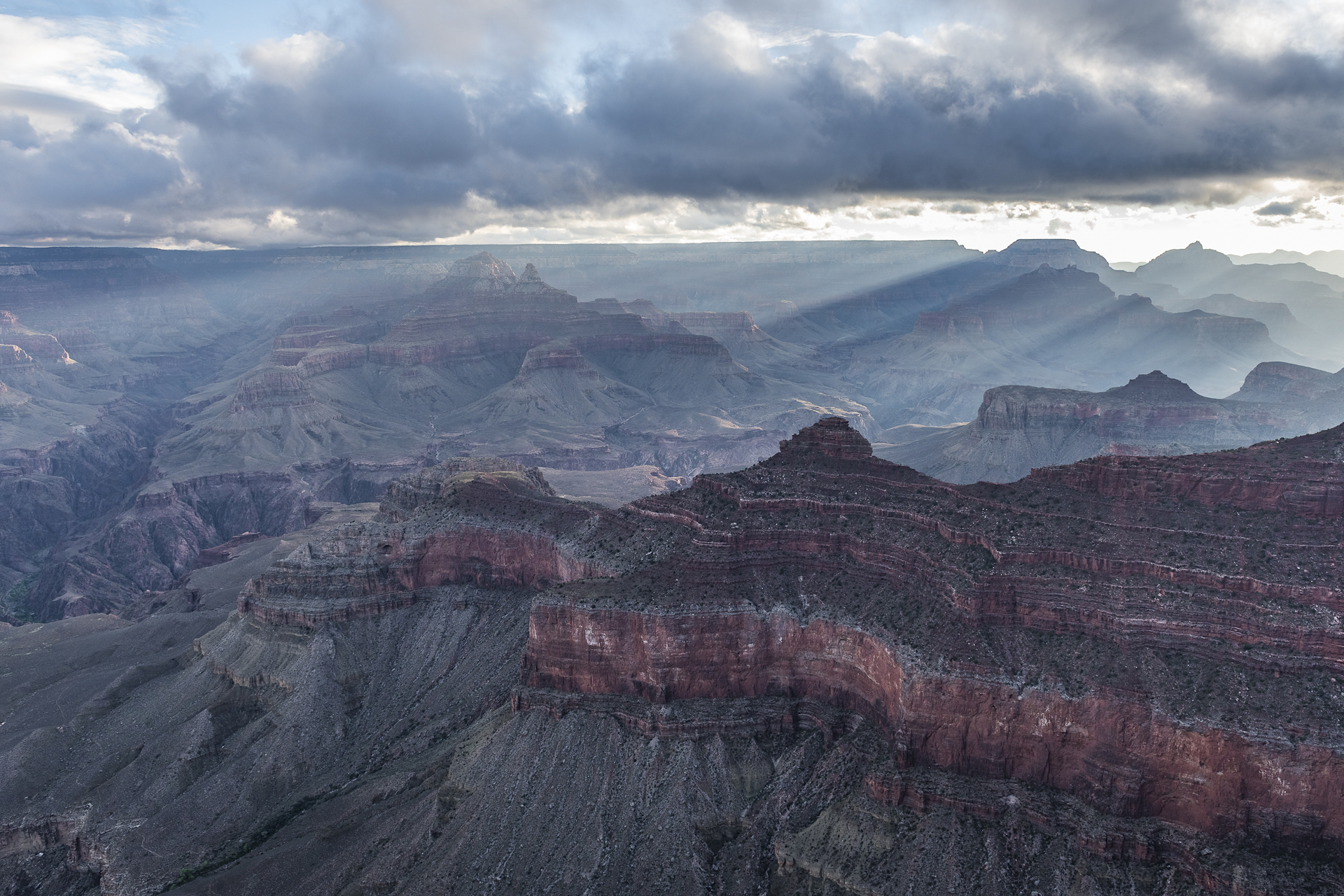 Grand Canyon NP, AZ: sunrise from Yavapai Point