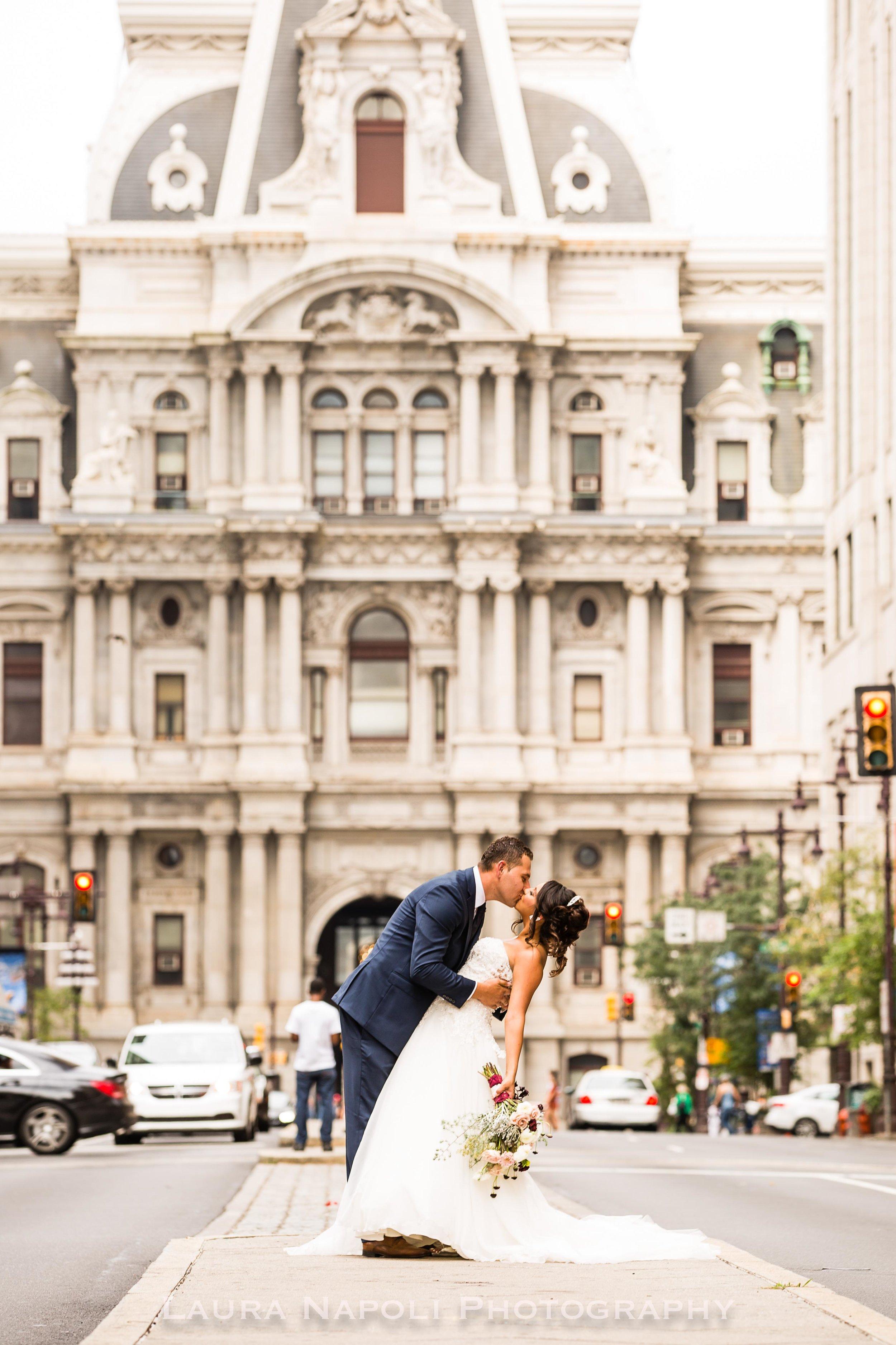 Philadelphiaweddingphotographerartmuseumandcityhallphiladelphiapa-8.jpg