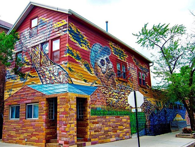 "Hector Duarte ""Gulliver in Wonderland""  2005  Acrylic on Aluminum Siding  Cullerton St & Wolcott Ave"