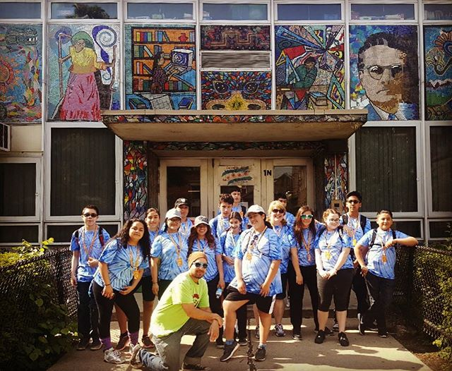 Our visitors from St Joseph School were out and about early this morning. Here they are checking out the tribute portraits mural at Cooper Elementary. The mural's design was led by the great Mr. Francisco Mendoza who was also an art instructor for many of Pilsen's youth.