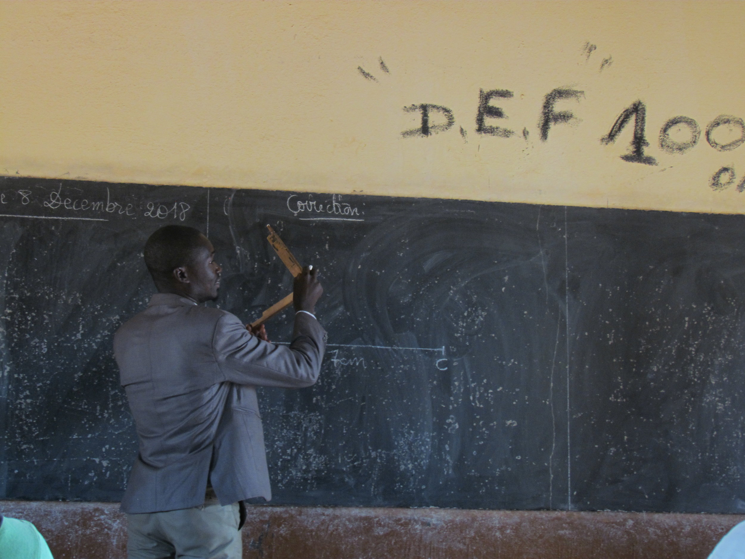 A physics teacher from the middle school of Zambougou giving a physics lesson.