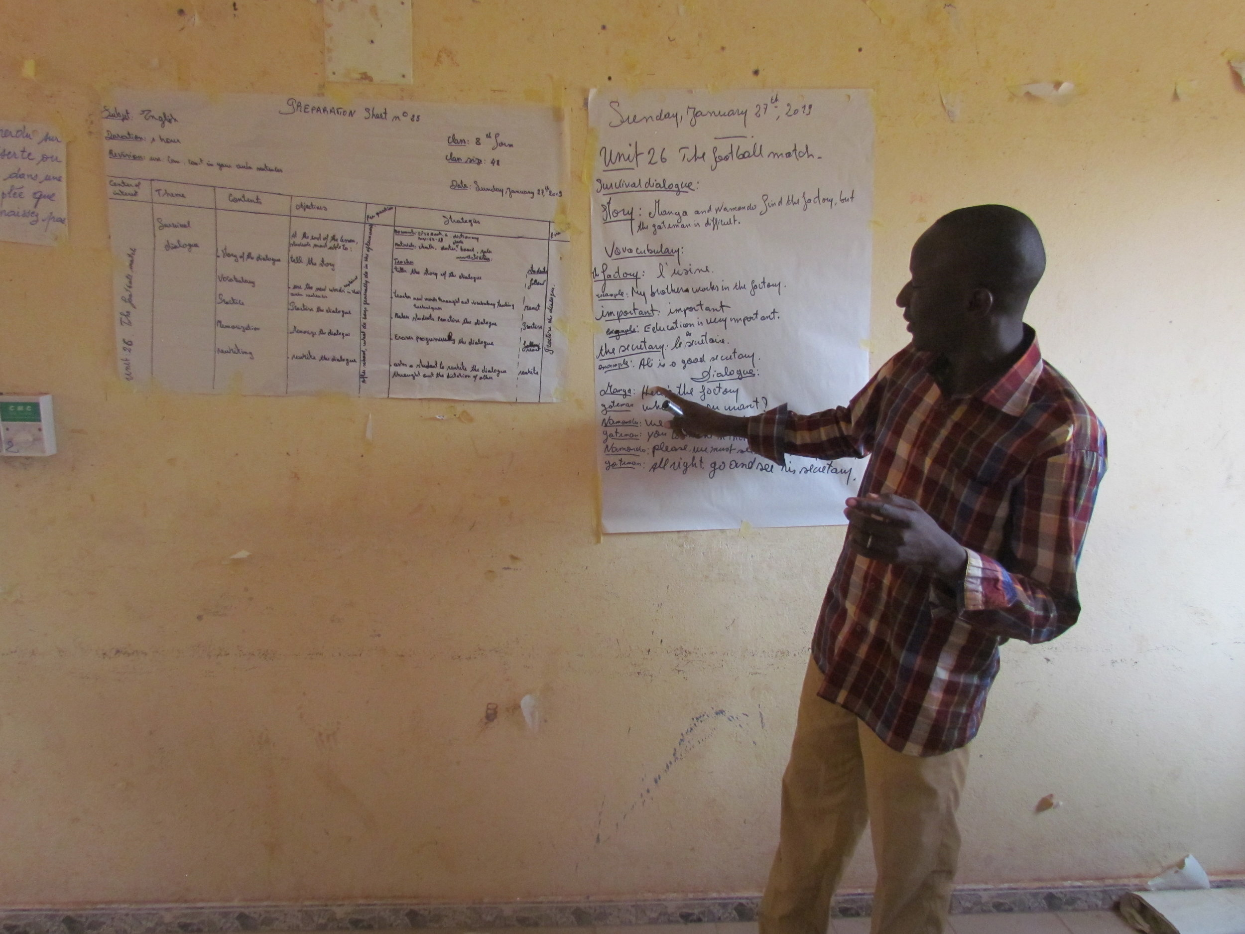 An English teacher presents his lesson using a story about soccer to engage learners with the material.