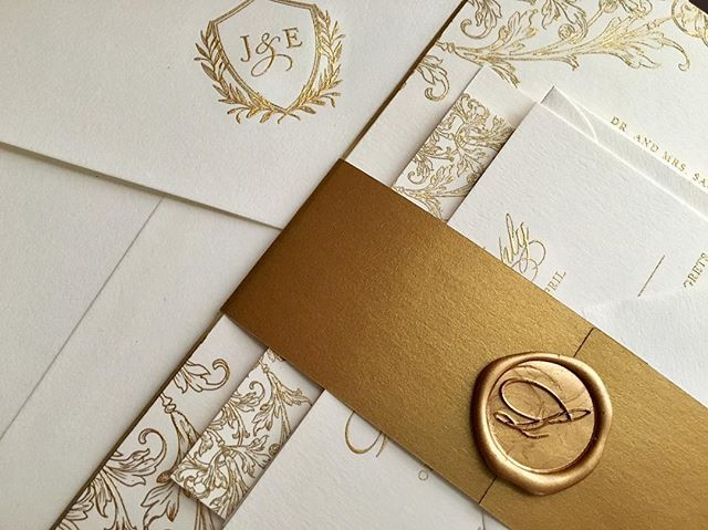 All gold EVERYTHING!!! 😍😍😍 Beautiful engraved invitation suite w/ gold beveled edge, antique gold belly band and wax seal. #invitationarchitects