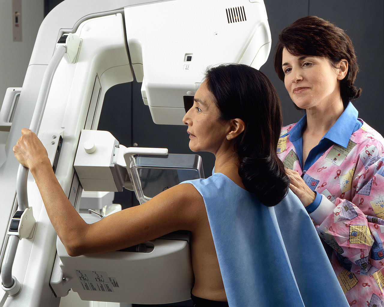 1280px-Woman_receives_mammogram_1.jpg