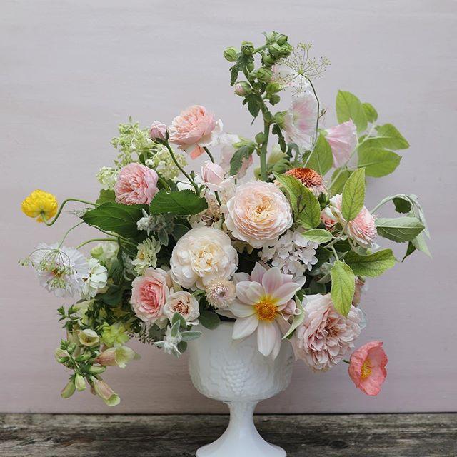 This is love from me to you. 📷:@josiepayne  #flowerlove #flowerpower #flowermagic #pink#dspink#gardenstyle #garden #gardengathered #growfloret #underthefloralspell #imsomartha #marthablooms #marthaweddings #inspiredbypetals #everdayibt #sobridaltheory #floralart #floraldesign #stylemepretty #theknot #blooms #instablooms #flowerstagram #flowersofinstagram #slowflowers #seasonalfloweralliance