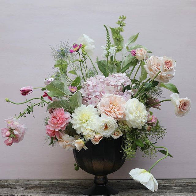 Wait, is it really only Tuesday? Oh man. 📷:@josiepayne  #underthefloralspell #instablooms #instaflower #seasonalfloweralliance #gardengathered #gardentovase #imsomartha #marthablooms #stylemepretty #theknot #flowersofinstagram #flowerstagram #livinglifewithflowers #floralart #floraldesign #davidaustinroses #pursuepretty #lovelysquares #blooms #flowerlove #flowermagic #flowerpower #weddinginspo #centerpieces