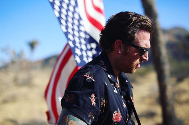 Happy 4th everyone, here's Jon looking majestically American. Clearly he's in a band or something. Sort of talented @desertanimals
