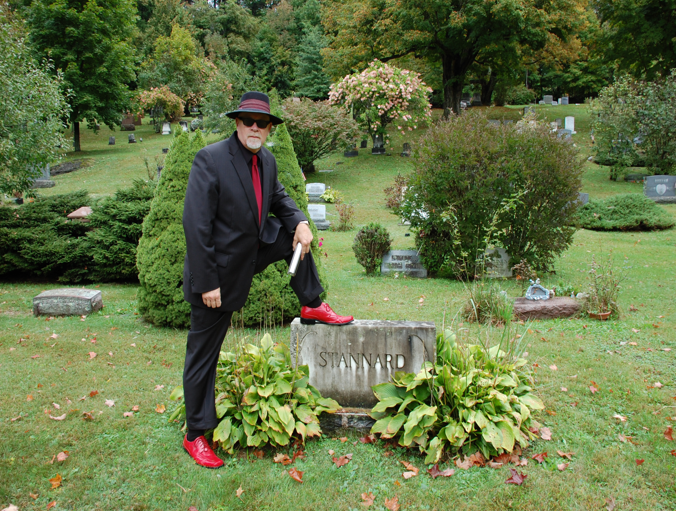 Bob foot on headstone.png