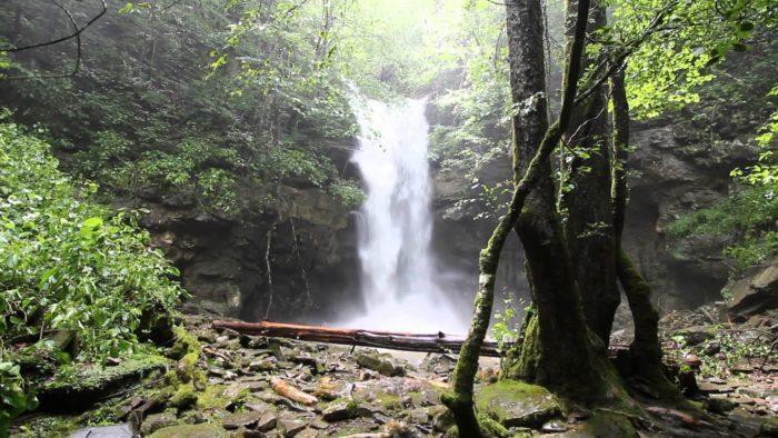 Lost-Creek-Falls-Youtube-700x394-700x394.jpg