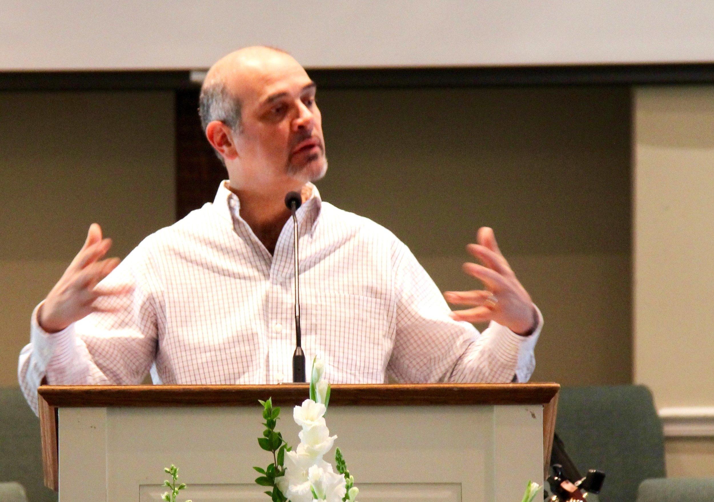 Rev. Hernando Sáenz