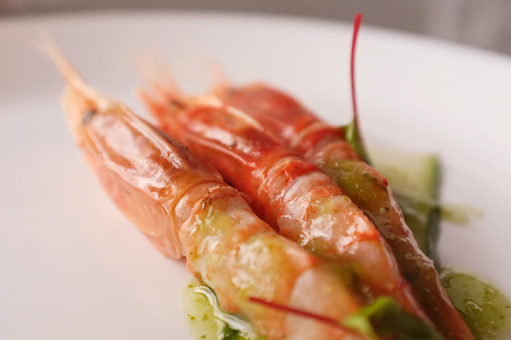 Raw Amaebi prawns with green chilli