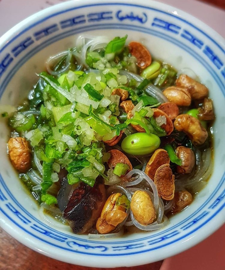 Hot and sour Mung bean vermicelli noodle soup, chest nuts, morning glory.