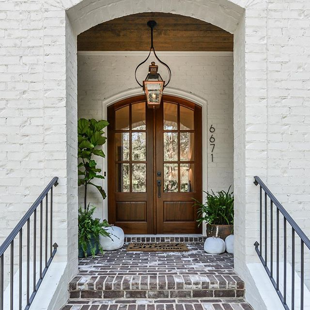 welcome home... #demarsarchitecture #home #customhomes #homedesign #southhavenbuilders #sandyspringsga #nashvillearchitect #atlantacustomhomes #frontporch #frontdoor #welcomehome