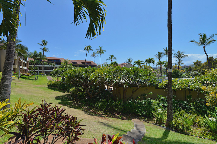 Kaanapali-Royal-Vacation-Rentals-Maui-KRO-5-Grounds-2.jpg