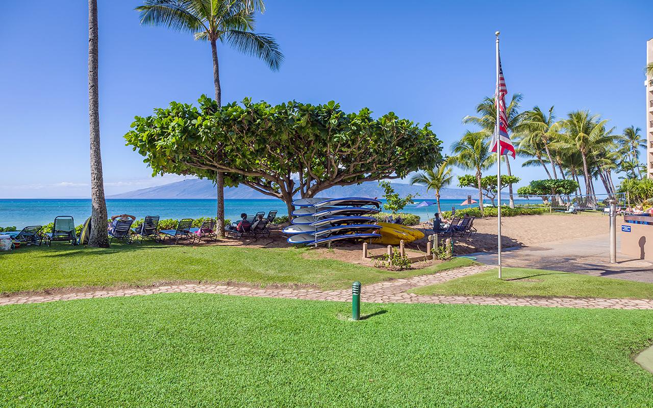 Maui-Condos-Sands-of-Kahana-Rentals-Property-8-kayak.jpg