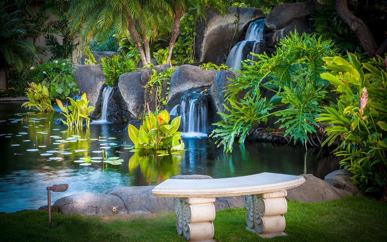 The-Whaler-Condos-Kaanapali-Vacation-Rentals-8-Bench.jpg