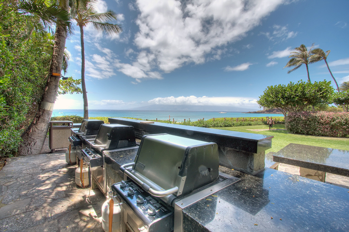 The-Whaler-Condos-Kaanapali-Vacation-Rentals-19-Grills.jpg