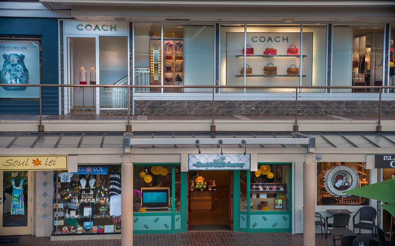 Whaler-Kaanapali-Maui-Vacation-Condo-Rentals-9-Shops-Storefronts.jpg