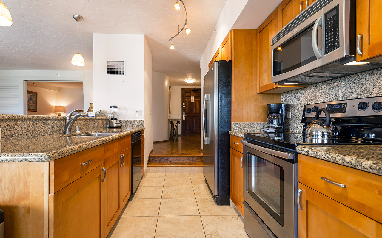 Kaanapali-Alii-171-Maui-Condo-Rental-6-kitchen-a.jpg