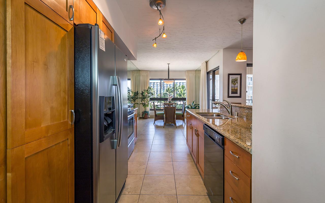 Kaanapali-Alii-171-Maui-Condo-Rental-8-kitchen-c.jpg