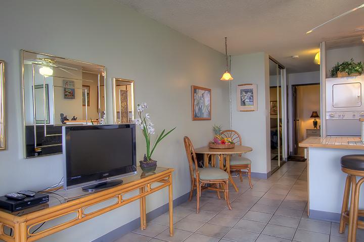 Maalaea-Banyans-Bay-Resorts-Maui-Condos-MB111-living-TV.jpg