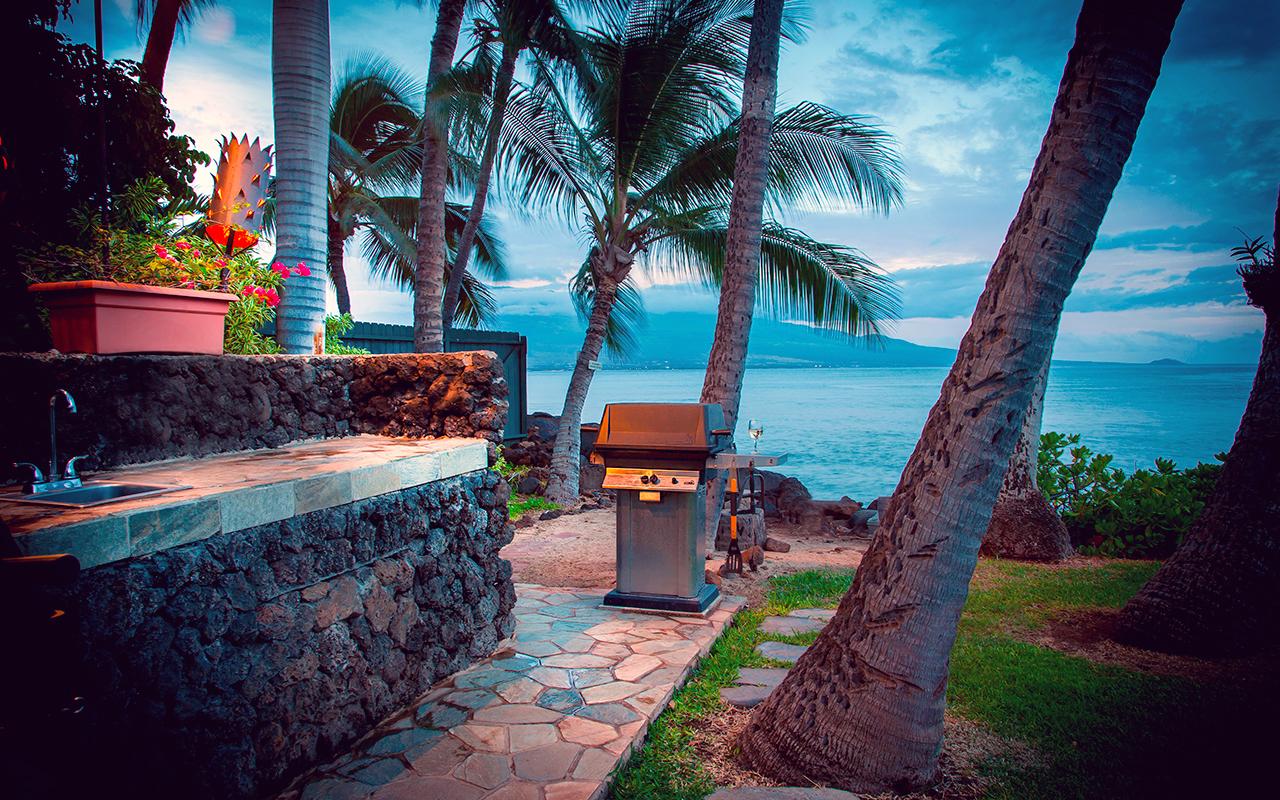 Maalaea-Banyans-Condo-Rentals-Maui-Grills-1.jpg