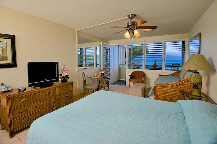 Napili-Bay-Resorts-Maui-Condo-NB104-bed-2.jpg