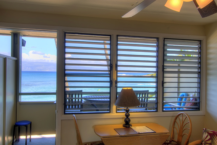 Napili-Bay-Resorts-Maui-Condo-NB202-dining-1.jpg