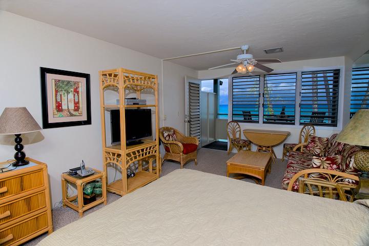 Napili-Bay-Resorts-Maui-Condo-NB202-living-5.jpg