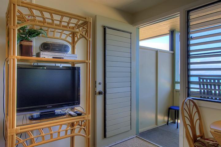 Napili-Bay-Resorts-Maui-Condo-NB202-living-6.jpg