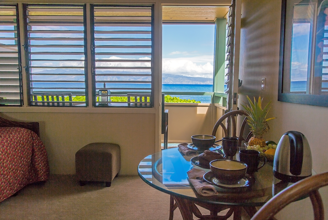 Napili-Bay-Resorts-Maui-Condo-NB205-dining-1.jpg
