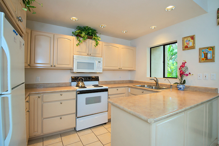 Napili-Gardens-Maui-Resort-Condo-NG1-kitchen-1.jpg
