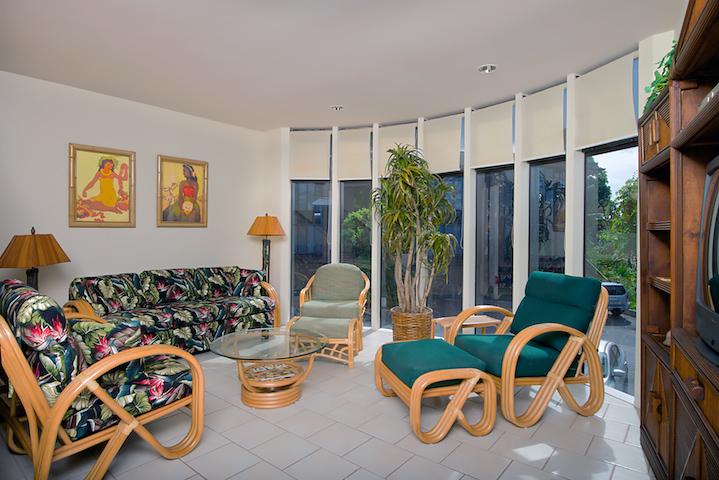 Napili-Gardens-Maui-Resort-Condo-NG1-living-3.jpg