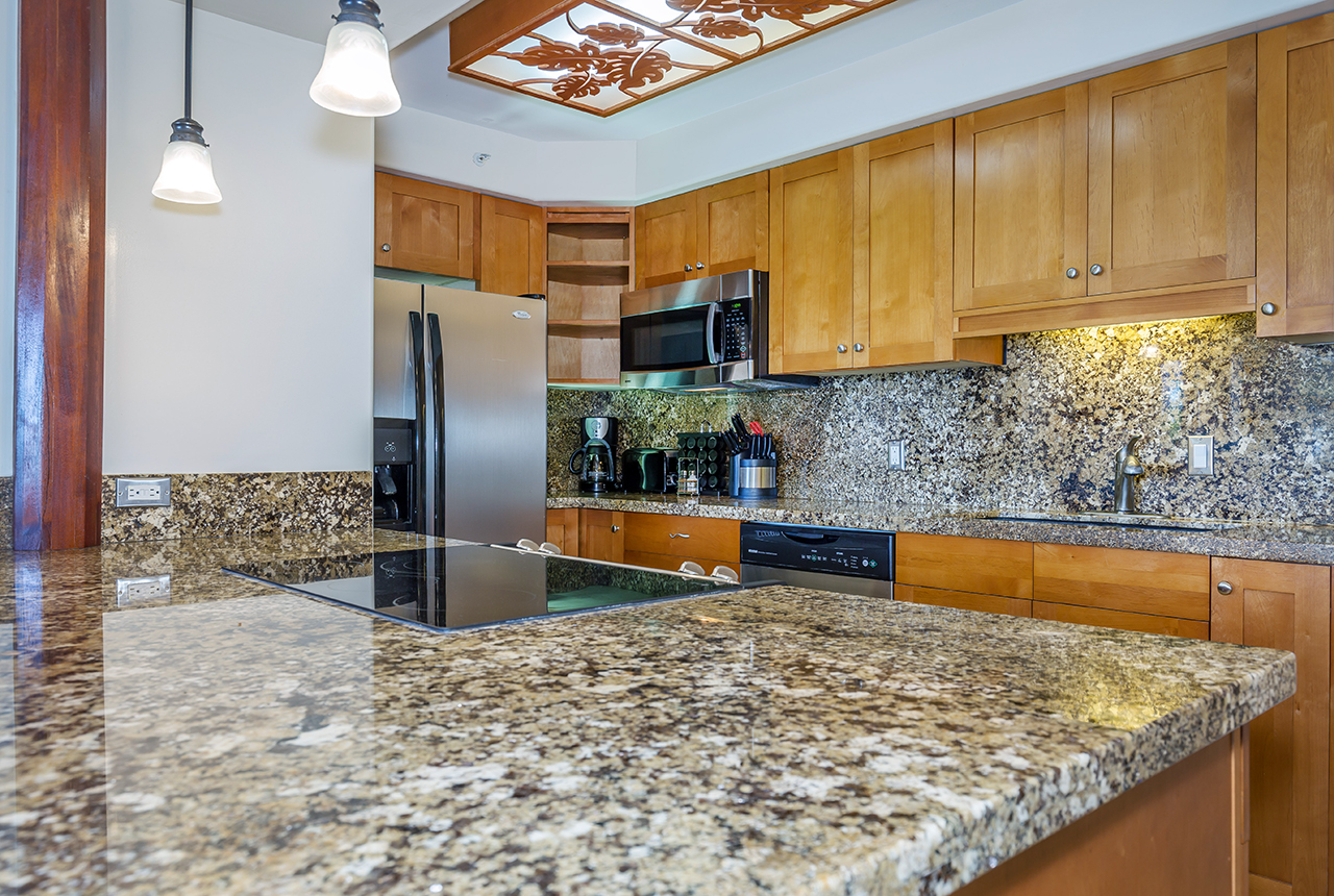 Valley-Isle-Resort-Maui-Condominium-Rentals-VLI0403-kitchen-1.jpg