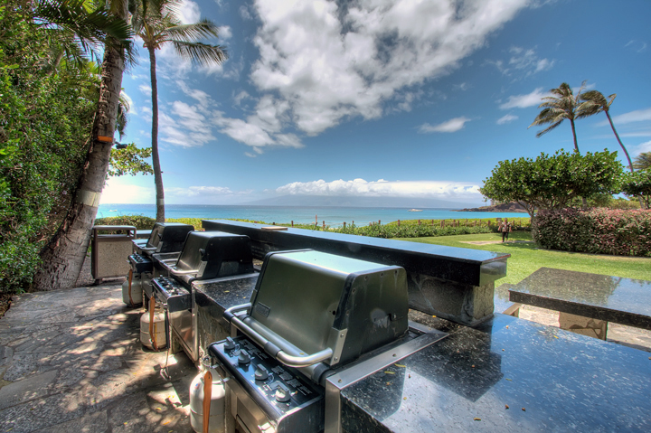 The-Whalers-Maui-Condos-Kaanapali-grills.jpg