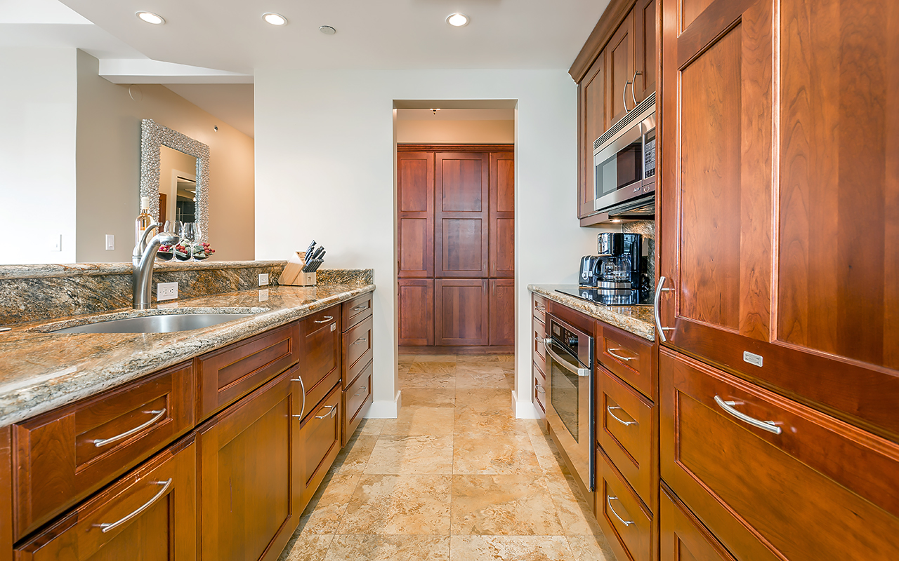 The-Whalers-Maui-Condos-Kaanapali-WH523-kitchen-b.jpg