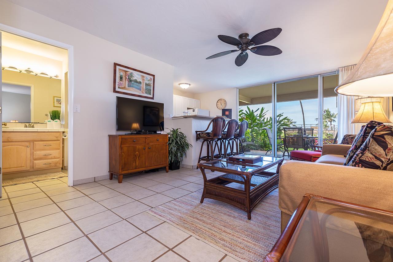 Honokowai-Vacation-Rentals-Maui-Hale-Ono-Loa-115-Living-4.jpg