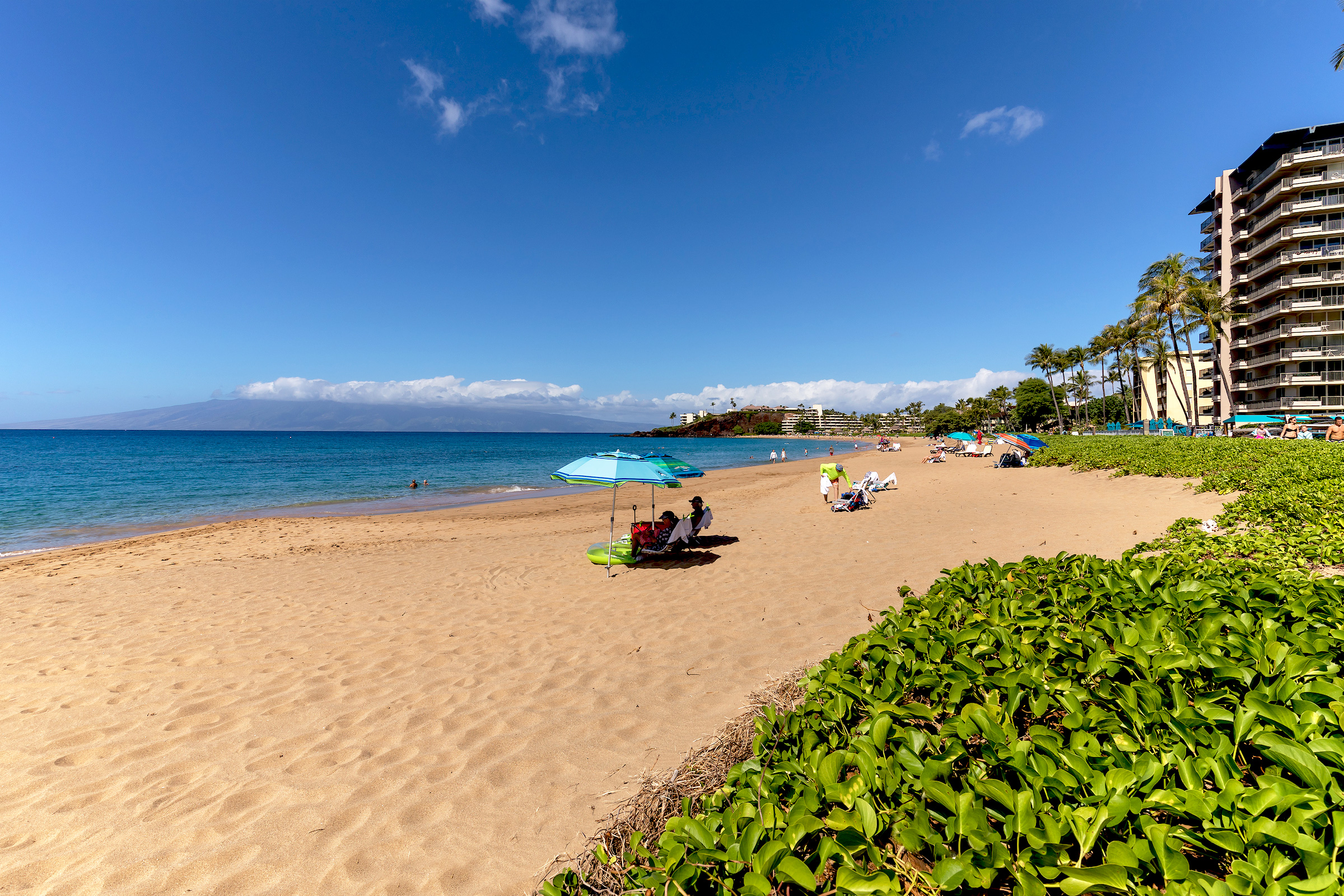 The-Whalers-Kaanapali-Condos-02-Beach.jpg