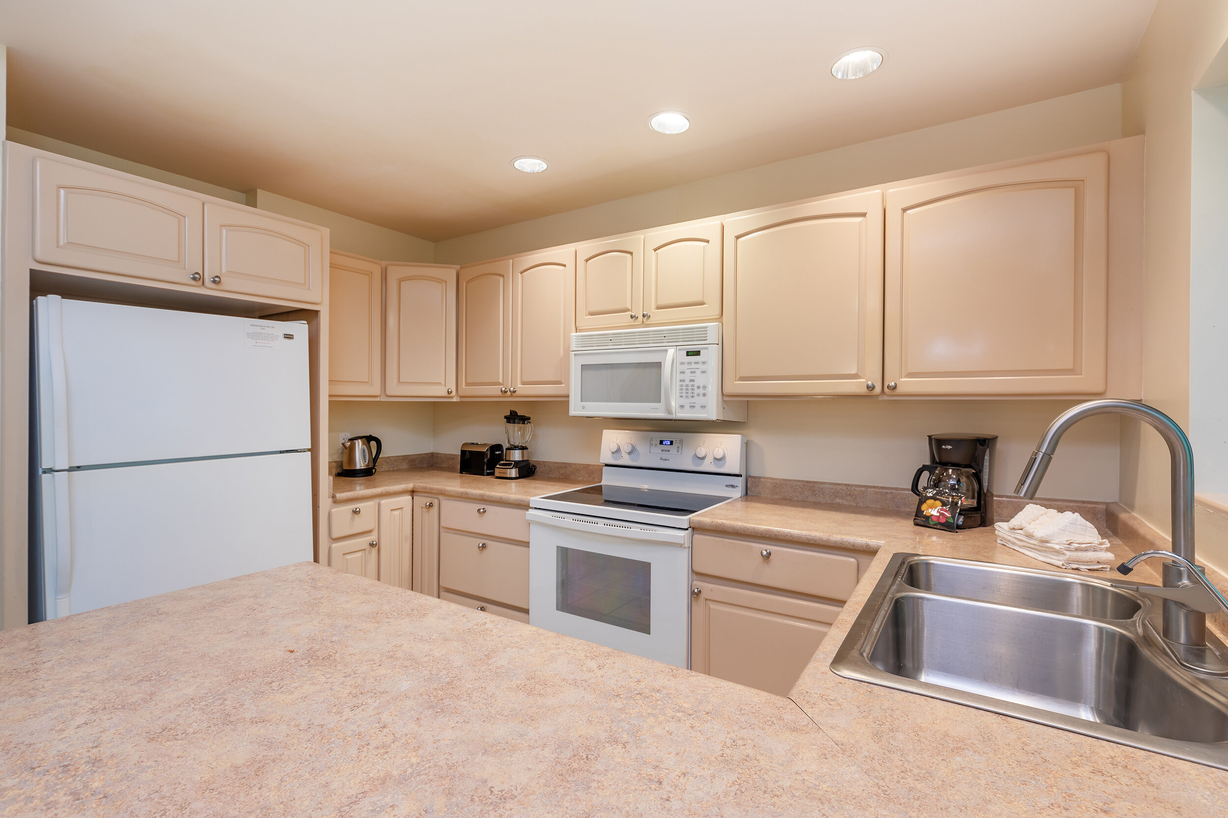 napili-gardens-maui-vacation-condos-ng1-07-kitchen.jpg